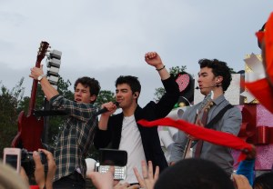 Jonas Brothers at the Disney Parks Christmas Day Parade | Millennials with Meaning