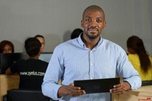 Cotonou, BENIN 4 Mars 2015 Rolland HOUEHOU (g), Fondateur de SYRRIUS