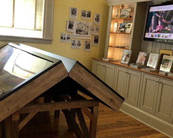 Interactive MultiTouch Table For Brandywine Valley Tourist Information Center