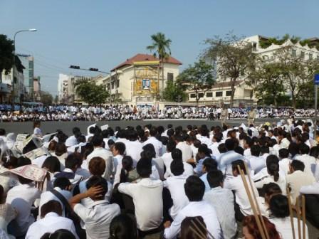 Warten auf die Prozession