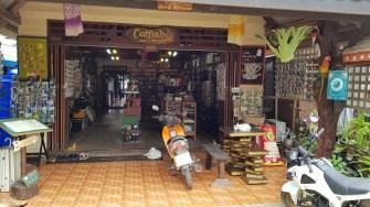 Catfish Bücher und Restaurant in Saladan