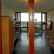 Le Corbusier, La maison radieuse de Rezé, L'appartement: les 2 chambres d'enfants depuis la pièce centrale du 1er étage