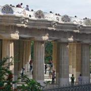 Barcelone, Parc Guell, Banc sinusoïdal et colonnade