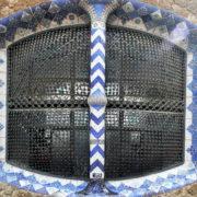 Barcelone, Parc Guell, Fenêtre d'un pavillon d'entrée