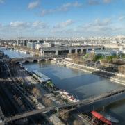 Vue générale, la Seine et Paris