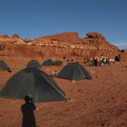 Nous campons face à la dune rouge géante