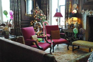 decorations-in-the-brown-parlour-3