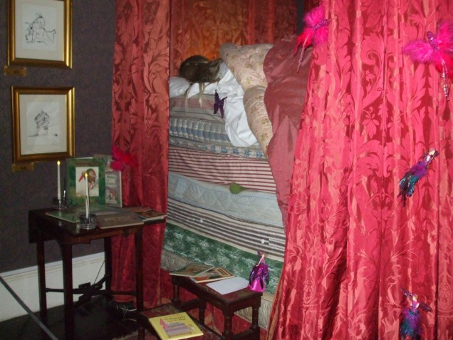 the-princess-and-the-pea-in-a-grand-4-poster-bed-in-a-first-floor-bedroom
