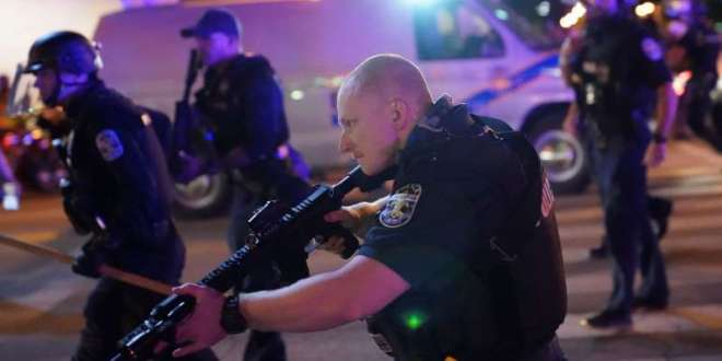 EEUU: Balean a 2 policías en protestas por Breonna Taylor