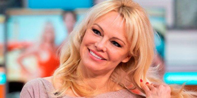 """Pamela Anderson deja las redes sociales porque asegura """"quieren controlar el cerebro"""""""