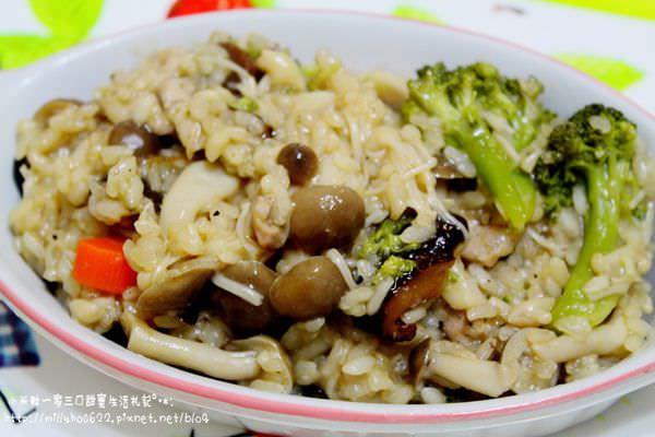 【米媽料理】簡單又美味。野菇雞肉炊飯