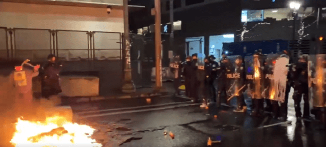 Portland Rioters Attack Police Officers, Target Courthouse