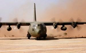 """Abb. : Transportflugzeug C-130K """"Hercules"""" des Österreichischen Bundesheeres während der Übung """"Flintlock 2016"""" im Senegal (Foto: Bundesheer/HORST GORUP)"""