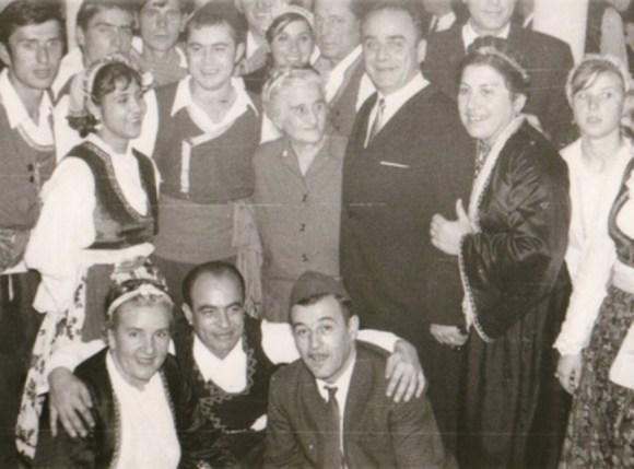 Slika KUD Sevdah - u sredini se nalazi Stana Avramović Karaminga