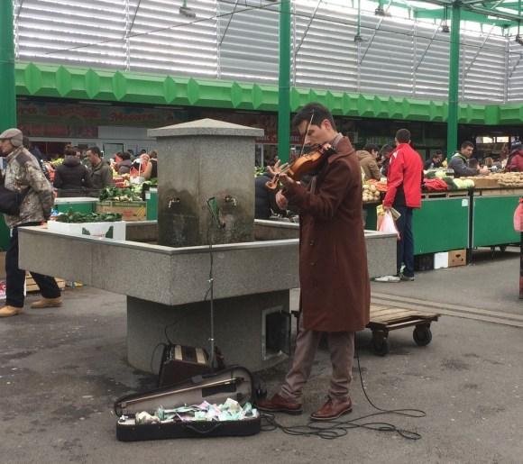 Violinista na pijaci, Beograd