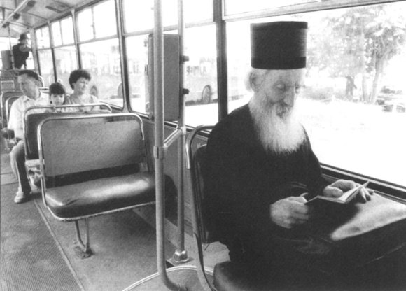 Patrijarh Pavle u gradskom prevozu