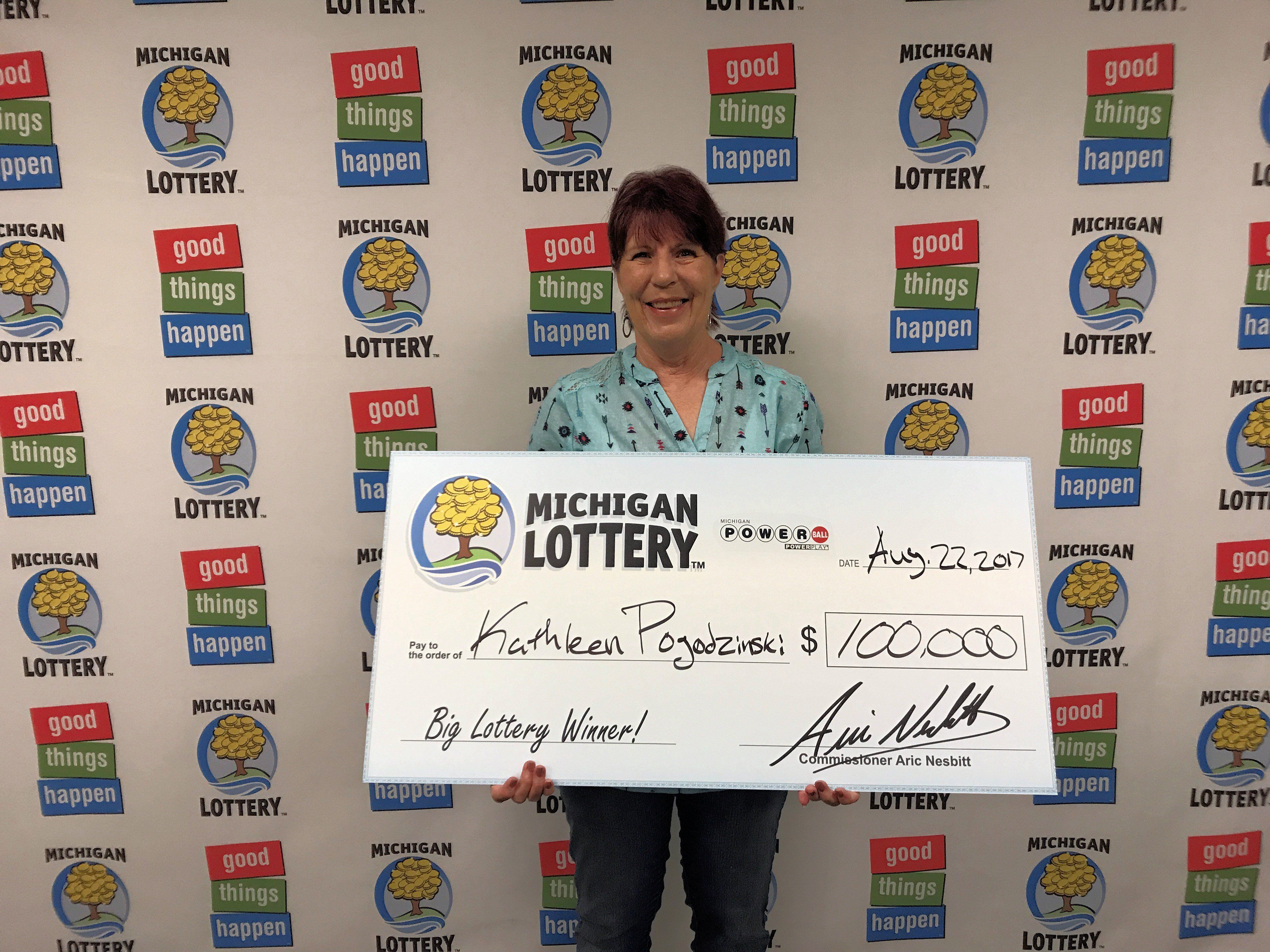 Oceana County Woman Wins 100 000 Powerball Prize From The Michigan