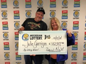 Julie Garrison and her boyfriend, Tim, smile after collecting her $162,917 Club Keno The Jack prize.