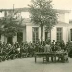 Διδασκαλείο Θηλέων Θεσσαλονίκης, μία από τις πραγματοποιούμενες κάθε Πέμπτη Συγκεντρώσεις του Σχολείου