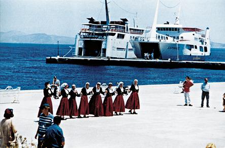 """Η χορευτική ομάδα του ΕΠΛ Νέας Φιλαδέλφειας """"Μίλτος Κουντουράς"""""""