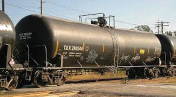 railroad-car-tank-carrying-crude-oil
