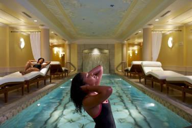 Kohler-Waters-Spa-people-relaxing-pool-travel-wisconsin