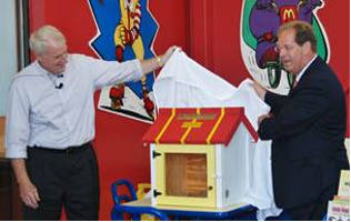 After lunch provided by the restaurant, Mayor Tom Barrett and Doug Erlacher, SHARP's board chairman, presented a Little Free Library to Luciano so that neighborhood residents can read and exchange books at the restaurant year-round. Luciano then read a portion of Explore Milwaukee: Your Neighborhood, Our City to the children in Spanish. He encouraged the children to read for pleasure and the benefits of learning to read and write in learn both English and Spanish.