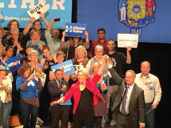 Mass. Sen. Elizabeth Warren accompanies Russ Feingold on his campaign before the Nov. 8 election. (photo by Dylan Deprey)