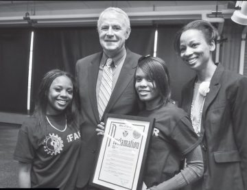 Mayor Barrett and students
