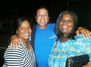 After the show Robinson took a moment to grant the wish of some fans, Darlene Carson and Loretta Bruce and posed for a photo.