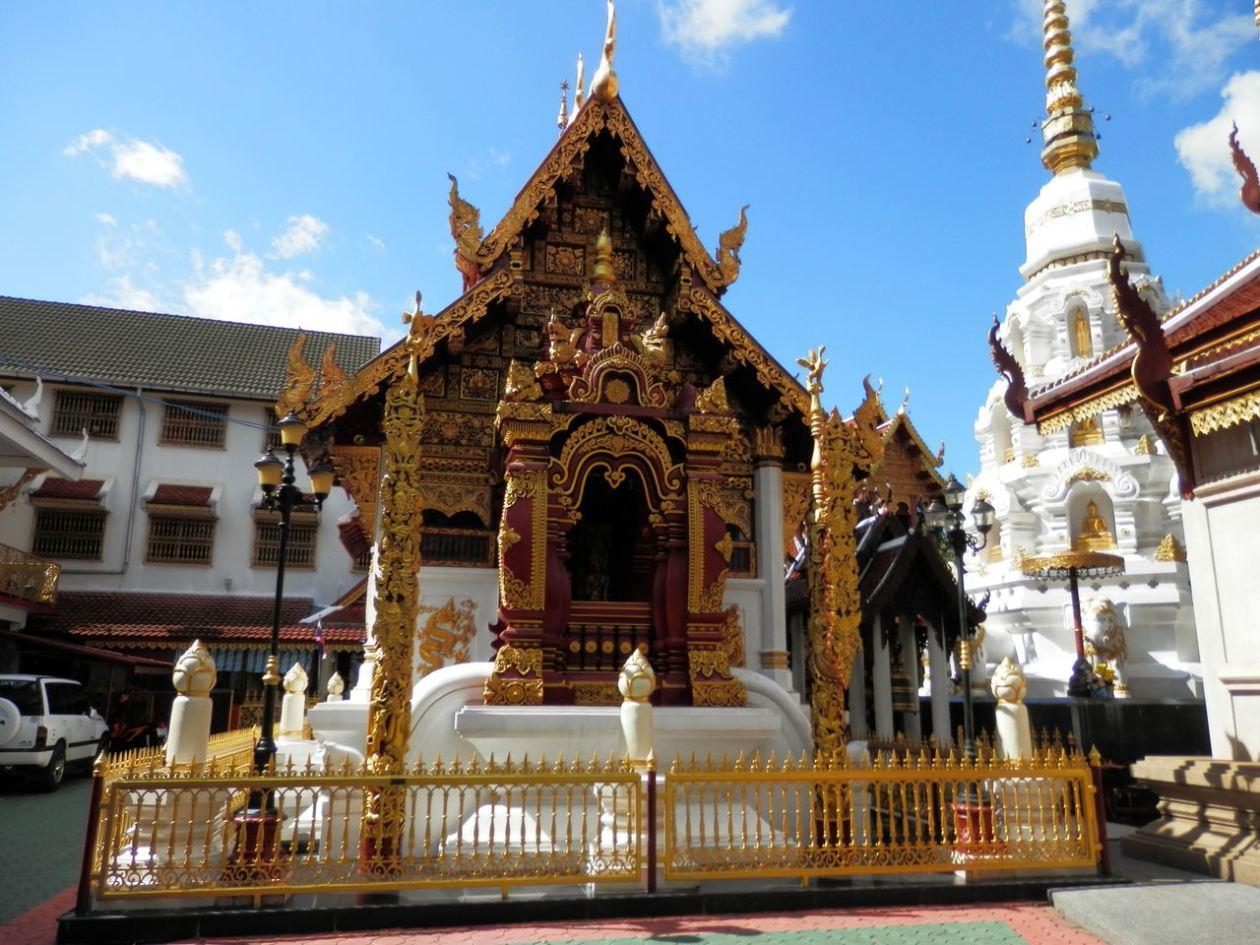 Wat Klang Wiang Chiang Rai