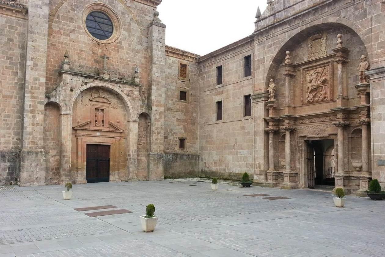 Monasterios de San Millán de Yuso y de Suso (La Rioja)