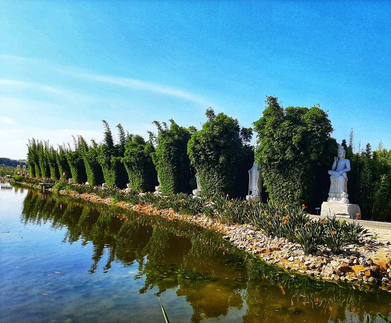 Treze Budas dos mortos Buddha Eden