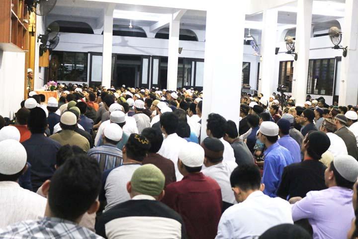 Jama'ah memadati masjid