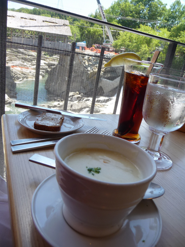 soup, bread, tea