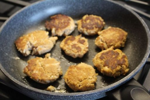 crab cakes browned
