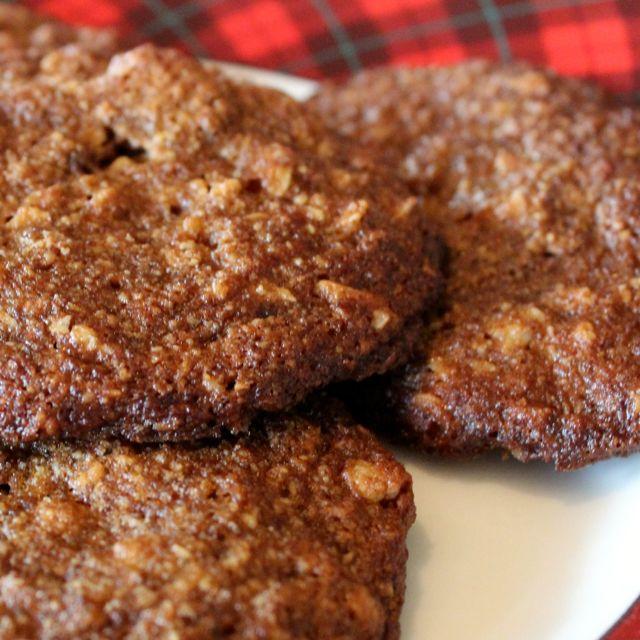 nut crisp cookies