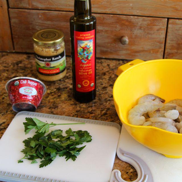 garlic, olive oil, shrimp, pepper