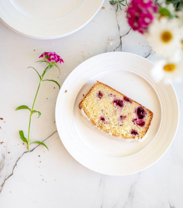 Easy loaf cake recipe, raspberry loaf cake recipe, easy cake recipe, gluten free cake recipe, fresh raspberry cake recipe #cake #loafcake #cakerecipe #glutenfree #glutenfreecake #raspberry #highaltitudebaking