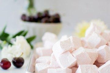 Easy Homemade Cherry Rose Marshmallow recipe. Homemade Easter Marshmallows, the best homemade pastel pink marshmallows. Make your own marshmallows, it's so easy! Easy and simple homemade marshmallow recipe. Pastel pink homemade marshmallows. Cherry Rose Marshmallow recipe, the cutest pastel pink marshmallows. Easy to make homemade marshmallows. #organicmarshmallows #homemademarshmallows #marshmallows #pastelpink #pinkcandy