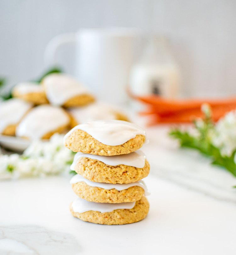Frosted Carrot Cookie recipe that tastes just like carrot cake in cookie form! Easy and healthy cookie recipe using fresh carrots, cinnamon and organic ingredients! #organiccookies #organicrecipe #carrotcookies #carrotcake #frosteddcookies #highaltitudebaking