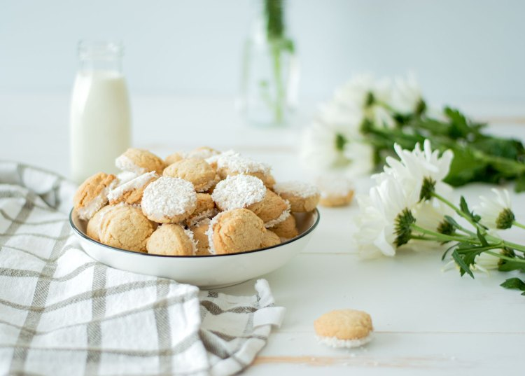 Easy and cute Easter cookie recipe, perfect for buffet or snack table. This simple Easter dessert is perfect for a crowd as these are mini bite sized cookies! They even look like bunny butts, the perfect bunny butt Easter dessert #easter #eastercookies #coconutcookies #bunnybutt #organiccookies #cookierecipe #easterdessert #easterdesserts