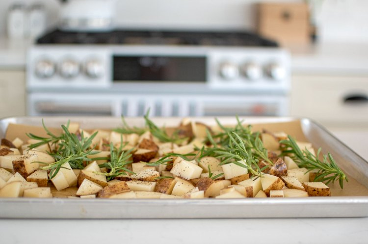 Easy and delicious Roasted Rosemary Potatoes recipe. This easy potato recipe can be made for a side dish, appetizer, or even for breakfast. With just a few simple ingredients, these roasted potatoes use fresh rosemary and avocado oil. #organic #organicpotatoes #potatoes #rosemary #roastedrosemarypotatoes #veganpotatoes #glutenfree #vegan #sidedish #appetizer