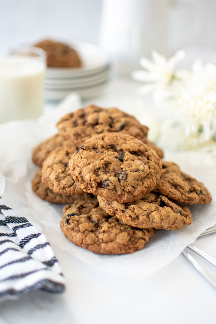 Recipe for chewy oatmeal raisin cookies. How to make chewy oatmeal raisin cookies. The best chewy oatmeal raisin cookies. Chewy oatmeal raisin cookies without molasses. High altitude chewy oatmeal raisin cookies recipe. Gluten free chewy oatmeal raisin cookies recipe.