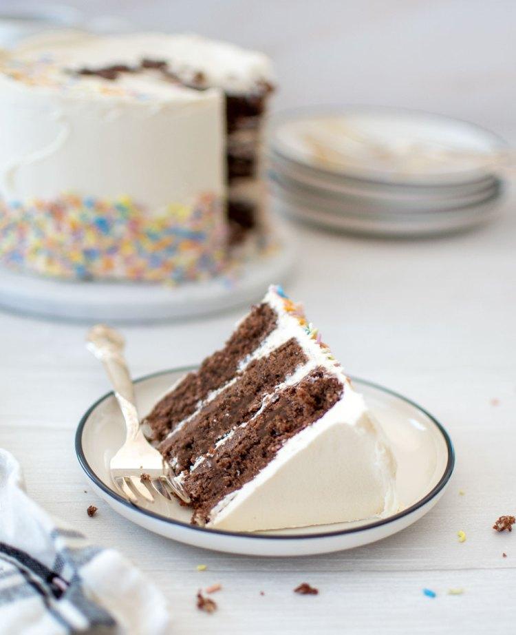 3 layer chocolate and vanilla cake recipe, chocolate and vanilla layer birthday cake, chocolate and vanilla layer birthday cake recipe, easy chocolate vanilla layer cake recipe, the best chocolate vanilla layer cake recipe, simple chocolate and vanilla layer cake recipe, traditional birthday cake recipe, high altitude cake recipe, high altitude chocolate vanilla cake #birthdaycake #layercake #cakerecipe #chocolatecake #highaltiudebaking #highaltitudecake