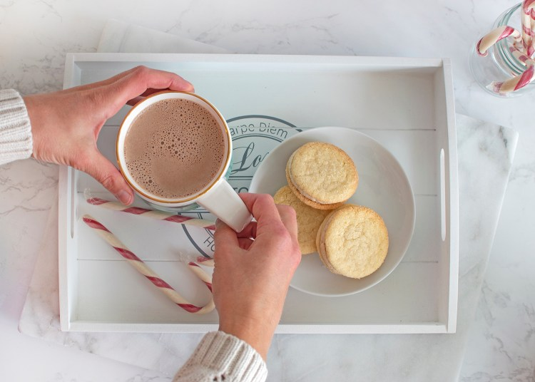 Easy Christmas Sandwich cookie recipe. The best simple christmas cookie recipe. Easy holiday cookie recipe. From scratch christmas cookies for high altitude. High altitude christmas cookie recipe. Easy high altitude christmas cookie recipe.
