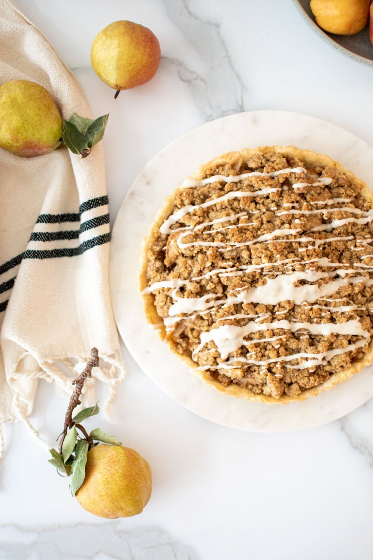 Easy Pear Tart recipe. The best pear tart recipe. Easy homemade tart recipe. Easy homemade pear tart recipe. What to make with pears. Fresh pear recipe. High altitude tart recipe. Fall inspired dessert recipe. Fall tart recipe.