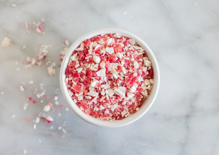 The best organic and natural colors and decorating tips for baking. Bake without artificial colors. Baking decoratifs without artificial colors. The best cookie decorations without artificial colors. Organic sprinkles. The best naturally colored sprinkles.