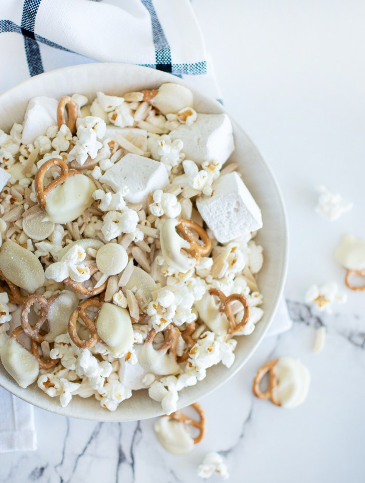 The best christmas snack mix recipe. Easy christmas snack mix recipe. Snowy snack mix recipe. Easy homemade snack recipe. Easy holiday snack recipe. The best winter snack mix for a party. New year's snack mix recipe.