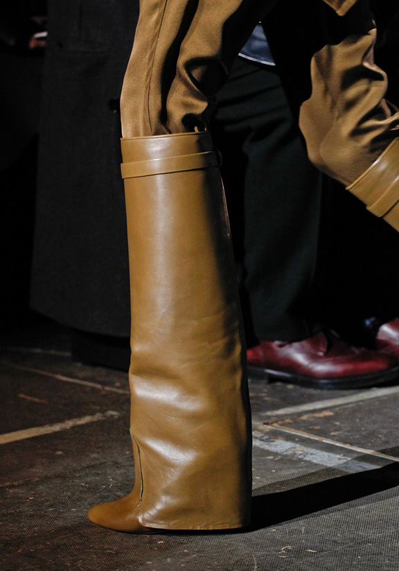 givenchy-rtw-fw2012-details-062_203329263576